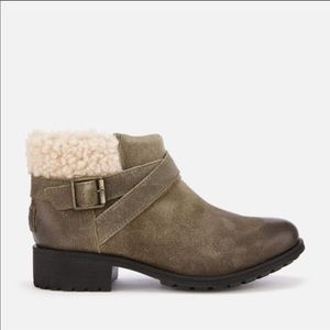 NWT UGG Benson Waterproof Booties in Dove